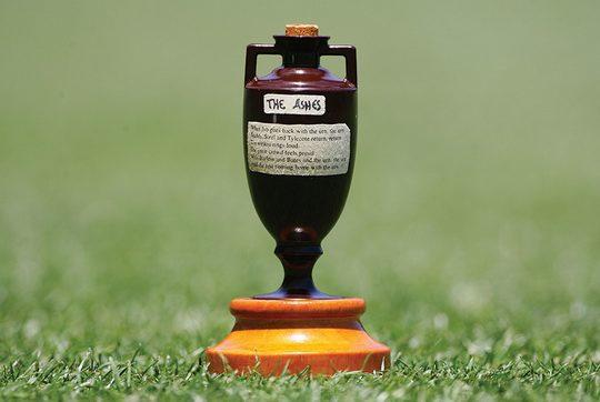 В 1882 году сборная Англии по крикету на своём поле проиграла Австралии.