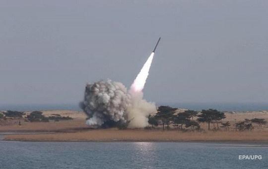 Северная Корея ранним утром в пятницу запустила очередную ракету.
