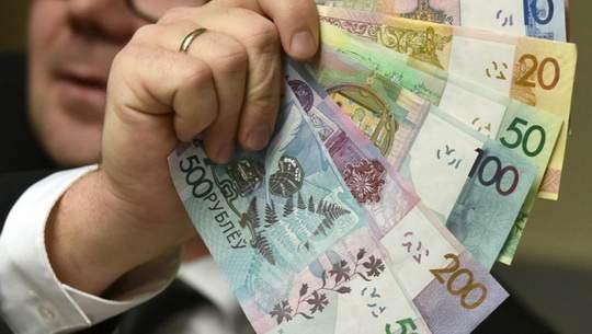 В 2018 году власти Беларуси возвращаются к проведению политики денежного стимулирования экономики, правда, довольно умеренному, планируя сохранить стабильность на финансовом рынке за счет расходования валютных резервов населения.