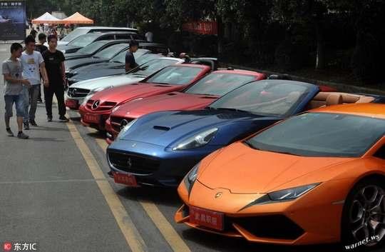 Политехнический колледж в Ухане купил для своих студентов, специализирующихся на ремонте машин повышенной комфортности, более 10 автомобилей таких брендов, как Maserati, Porsche, Ferrari, Land Rover, Mercedes и BMW.