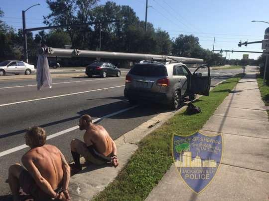 Бдительные граждане сообщили в полицию Джексонвилля, Флорида, о попытке хищения опоры