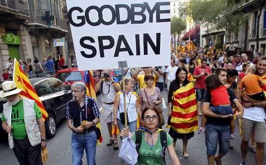 Акции против запрета испанских властей на проведение в Каталонии референдума о независимости прошли в среду в десятках испанских городов.