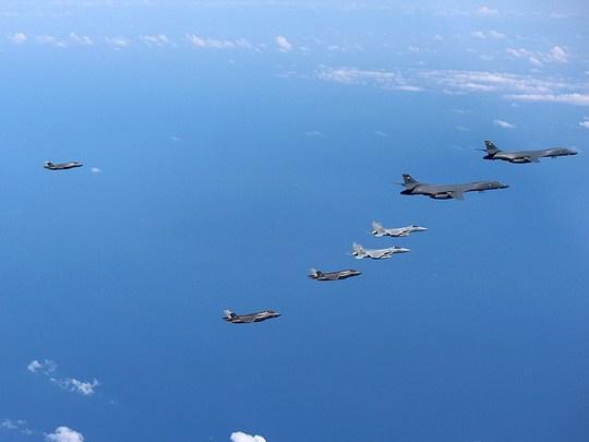 Соединенные Штаты, Япония и Южная Корея провели военные учения на фоне обострения ситуации на Корейском полуострове