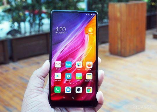 Компаний Xiaomi на своей расширенной пресс-конференции презентовала второе поколение концептуального смартфона Mi Mix 2 с минимальными рамками вокруг 5.99-дюймового экрана.