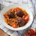Митболы со спагетти в томатном соусе