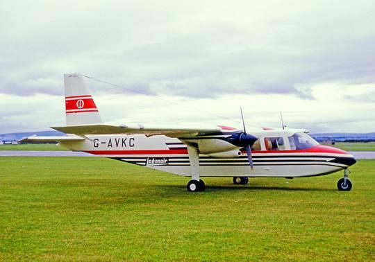 На архипелаге Оркнейские острова (Шотландия) с 1967 года выполняются коммерческие полеты между островами Уэстрей, где живет около 600 человек, и Папа-Уэстрей