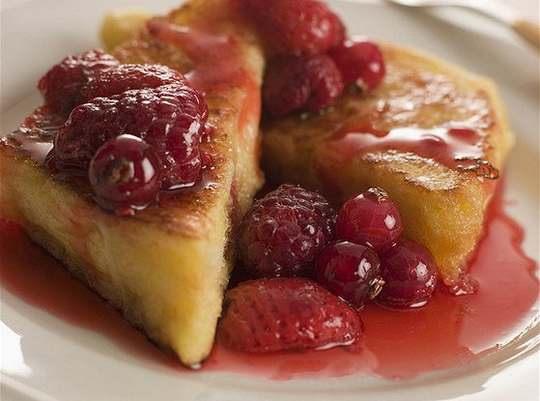 И вот сегодня мы предлагаем вам добавить к вашим вариантам утилизации хлеба ещё один: очень вкусный хлебно-ягодный пудинг