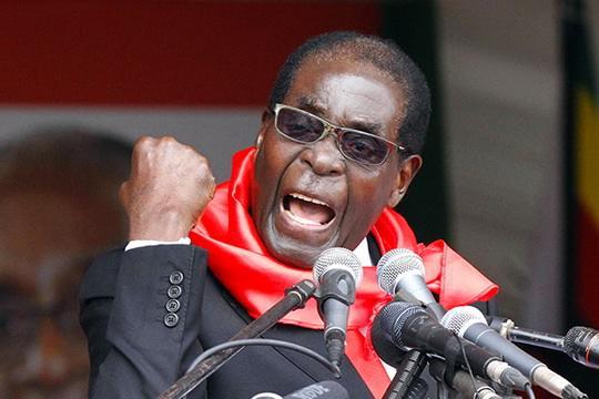 Военные Зимбабве предъявили ультиматум старейшему президенту в мире - Роберту Мугабе, за 37 лет правления которого страна погрузилась в нищету.