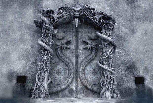 Исследователи по всему миру гадают, что именно скрывается за таинственной железной дверью с изображением защищающих ее двух кобр в индуистском храме Падманабхасвами в Индии.
