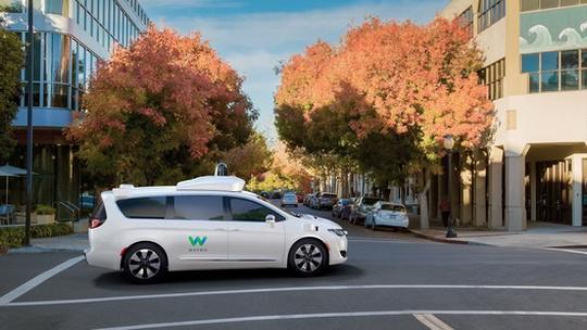 Обычно тесты автомобилей с автономным управлением проходят с водителем за рулем.