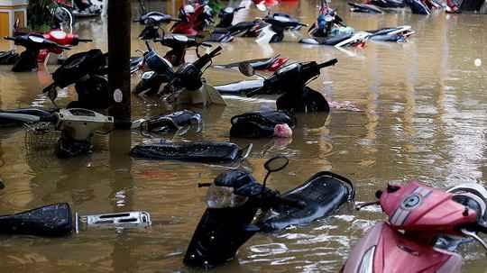 Сильнейший за 20 лет тайфун прошел во Вьетнаме: почти 50 человек погибли, более 20 пропали без вести