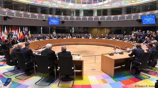Все страны-члены Евросоюза, кроме Дании, Ирландии, Мальты, Португалии и Великобритании, договорились регулярно увеличивать оборонный бюджет и участвовать в совместных оборонительных проектах.