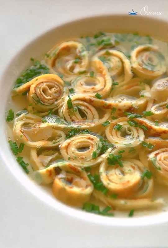 Суп с блинамиет это не русская кухня, это европейская кухня. Если точнее говорить , то это блюдо встречается практически в каждой стране юга Европы.