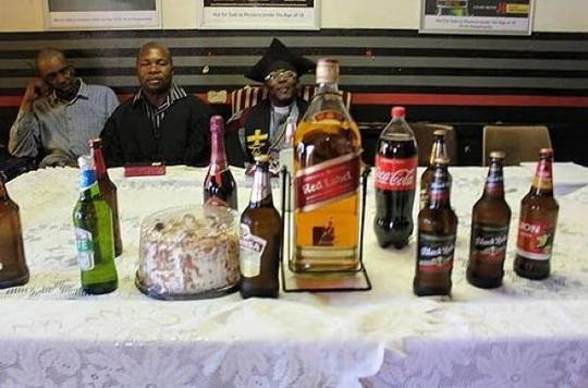 52-летний Циеци Макити, называющий себя епископом, основал в Йоханнесбурге, ЮАР, алкоцерковь.