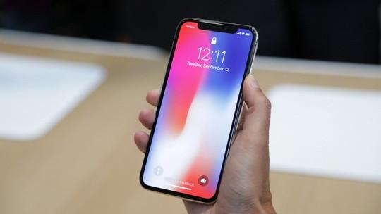 """Компания Samsung не упускает возможности подшутить над Apple и поклонниками """"фруктового"""" бренда."""