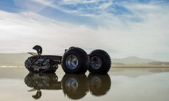 Компания Flux Design Co из Сиэтла запускает в продажу новый тип транспортного средства: вездеходную доску-внедорожник Track 1.