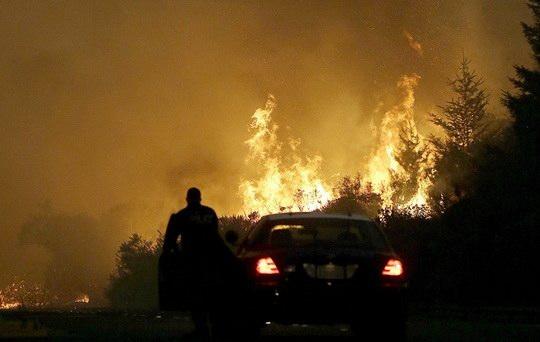 В американском штате Калифорния стремительно распространяющийся природный пожар в округе Вентура
