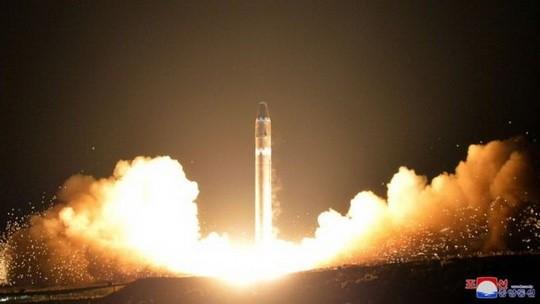 Авиакомпания подтвердила Би-би-си, что экипаж наблюдал нечто, что, по всей видимости было возвращением баллистической ракеты