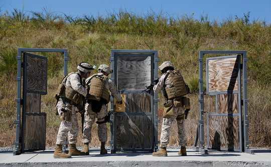 Мировые расходы на оборону в 2018 году обновят рекорд 2010 года, достигнув $1,67 трлн.