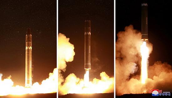 """Северная Корея в ночь на среду провела пуск новой межконтинентальной баллистической ракеты """"Хвасон-15""""."""