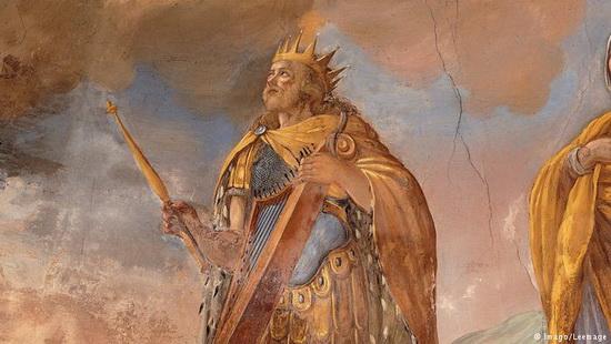 Согласно Ветхому Завету, около 1000 года до н.э. царь Давид - правитель Израиля и Иудеи - завоевал у иевуситов Иерусалим и провозгласил город столицей и религиозным центром государства. Впоследствии сын Давида, царь Соломон, построил там Первый Иерусалимский храм, посвященный богу народа Израиля Яхве.