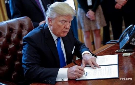 12 декабря президент Трамп подписал оборонный бюджет на 2018 финансовый год.