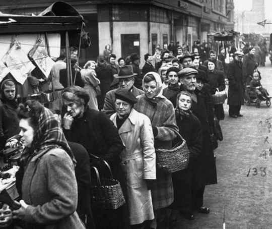 После начала Второй мировой осенью 1939 года Германия лишилась доступа к большинству сырьевых товаров - от продовольствия до руды и хлопка.