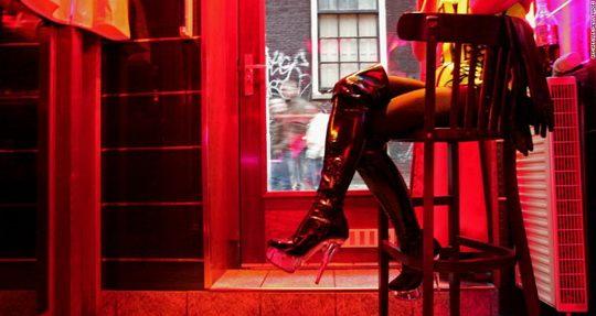 В Амстердаме вводят новые правила экскурсионного посещения района Де-Валлен, известного как «квартал красных фонарей»