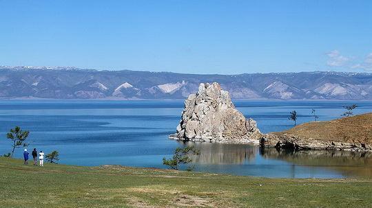 Министерство природных ресурсов и экологии РФ внесло в правительство проект распоряжения, предусматривающего уменьшение водоохранной зоны Байкала почти в десять раз.