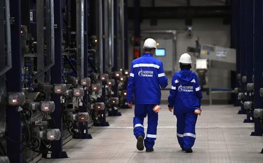 «Газпром» через своего трейдера «Газпром экспорт» подал в арбитражный суд иск против крупнейшего покупателя газа из Германии — компании Uniper, рассчитывая получить право продавать свой газ дороже уже с 1 февраля 2018 года