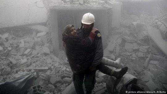 """По данным правозащитной организации """"Сирийский наблюдательный совет по правам человека"""" (SOHR), правительственные силы Сирии в течение 48 часов (19-20 февраля) убили в Восточной Гуте 250 человек."""