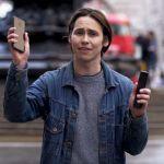 Представитель OnePlus разбил iPhone X и Galaxy Note 8 прохожих (видео