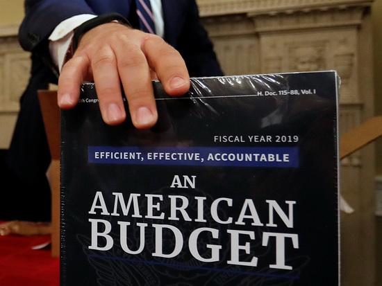 В оборонный бюджет заложено 597 млрд долларов на покрытие базовых расходов, в том числе на научно-технические разработки (84 млрд долларов) и кибербезопасность (8 млрд долларов), и 89 млрд долларов на финансирование военных операций за рубежом.