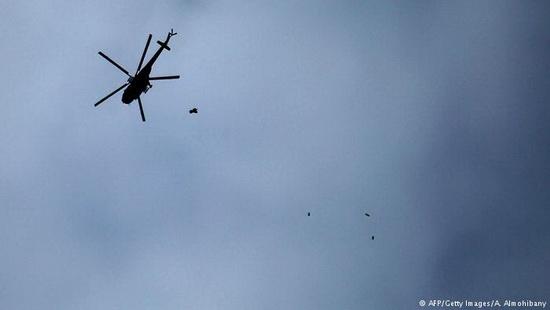 По предположениям наблюдателей, сирийская армия и ее союзники ведут бомбардировки Восточной Гуты в рамках подготовки наземной операции.