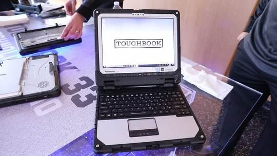 """Компания Panasonic анонсировала новую модель из линейки """"укрепленных"""" ноутбуков Toughbook, ориентированных на сотрудников спецслужб, военных, пожарных и транспортных служащих."""