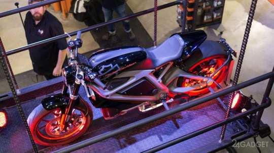 Легендарный Harley-Davidson переходит на электромоторы концепта LiveWire, который был представлен ещё 4 года назад.