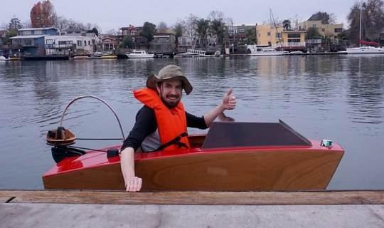 Rapid Whale – это мини-лодка длиной 1,4 м и весом чуть более 48 кг.