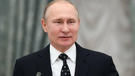 Владимир Путин хочет выделить десять триллионов рублей на здравоохранение, образование и инфраструктуру для повышения темпов экономического роста в России.