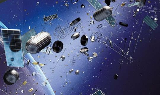 По оценке экспертов NASA, вокруг Земли вращается до полумиллиона объектов земного происхождения, представляющих большую опасность для действующих космических аппаратов.