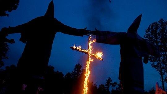 Сделать символом ку-клукс-клана горящий крест придумали не действующие члены ордена, а писатель Томас Диксон-младший