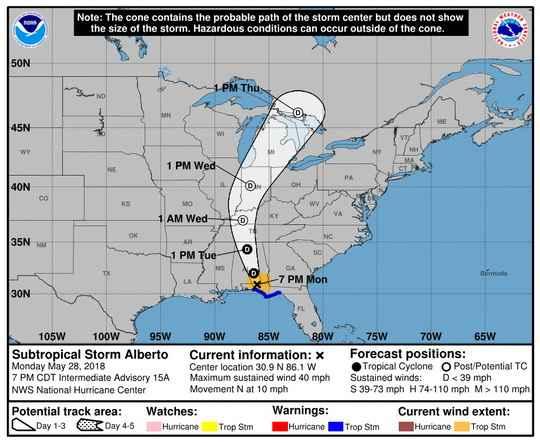 """Субтропический шторм """"Альберто"""" в ночь на вторник по московскому времени обрушился на американский штат Флорида."""