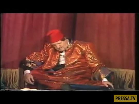 Британский комик Томми Купер умер во время прямой трансляции шоу «Live from Her Majesty's» по телевидению.