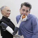 Создатель робота Софии заявил, что к 2045 году люди начнут вступать в брак с андроидами