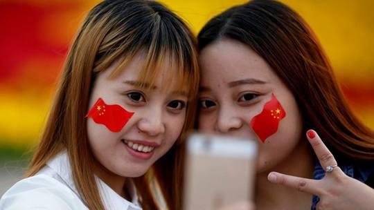 Администрация Дональда Трампа рассматривает возможный запрет на продажу в США мобильных устройств, произведенных в Китае, пишет Wall Street Journal.