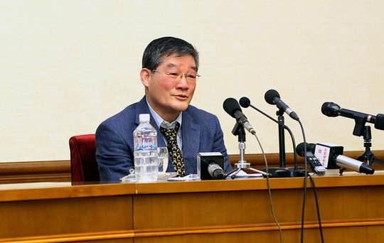Власти КНДР перевели троих арестованных в этой стране граждан США из трудового лагеря в гостиницу, расположенную в окрестностях Пхеньяна.