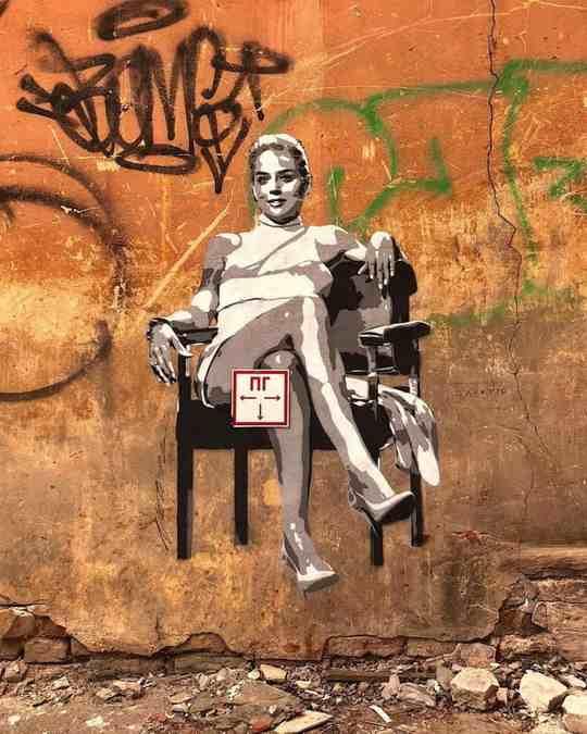 Если увидите на московских улицах веселые зарисовки с известными музыкантами, актерами, героями мультиков и товарищами с советских плакатов, то знайте, что перед вами творения уличного художника Zoom.