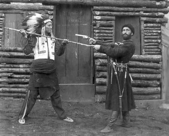 Когда говорят о Русской Америке, тема взаимоотношений русских колонистов с индейцами затрагивается косвенно.
