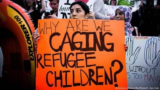 Истцы считают, что действия администрации Трампа неконституционны, поскольку направлены преимущественно против мигрантов из Латинской Америки.