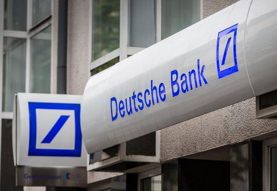Акции Deutsche Bank, вчера рухнули почти на 10% и завершили день на историческом минимуме.