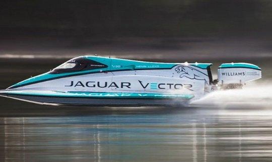 Специалисты британского автогиганта Jaguar проявили себя в новом амплуа, создав уникальный быстроходный электрокатер Jaguar Vector Racing V20E